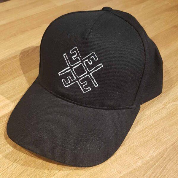 Kepurė su snapeliu - puoškis lietuviškai